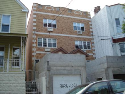 Residential property in 1511 B Commonwealth Ave, Bronx, NY, 10460