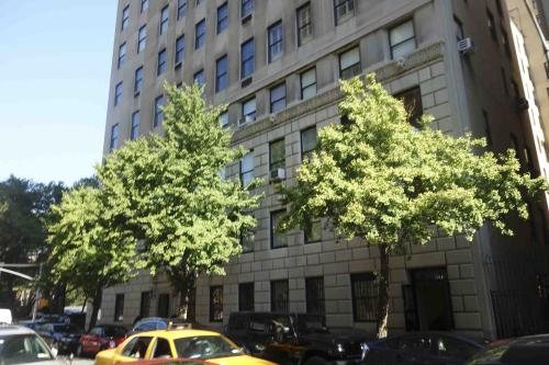 Property photo for 834-836 5 Avenue, New York, NY 10065 .