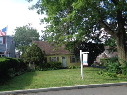 24 9th St, Carle Place, NY 11514 - Owner & Property ...